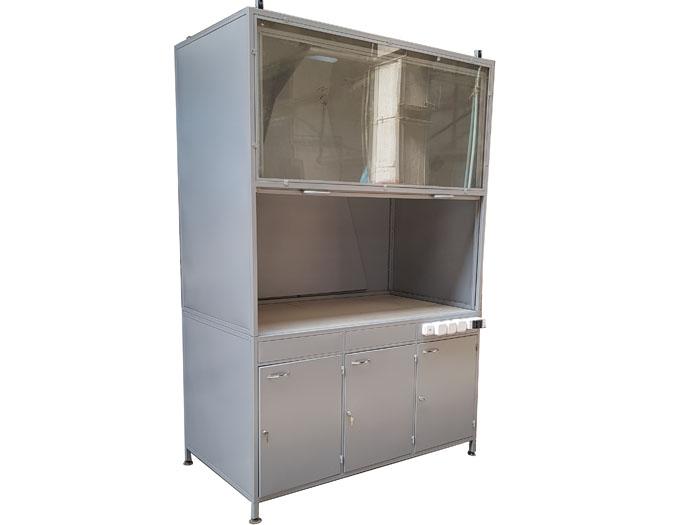 Шкаф вытяжной трехдверный